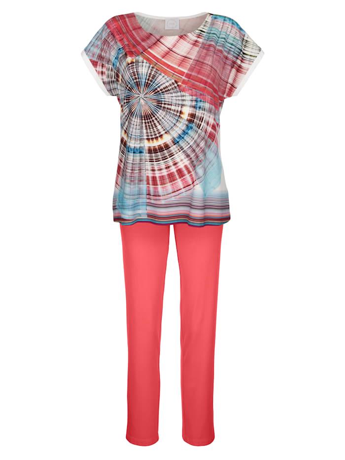 Pyjamas with stylish drop shoulders