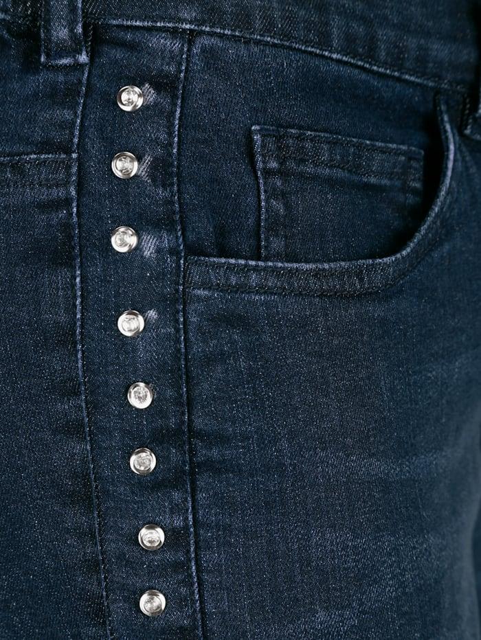 Jeans seitlich mit Strasssteinen besetzt