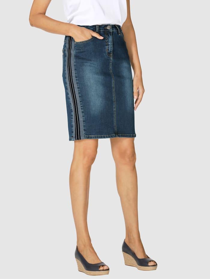 Jeansrock mit seitlich aufgesetztem Zierstreifen