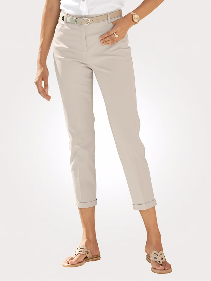 Chinos made from a cotton-rich fabric
