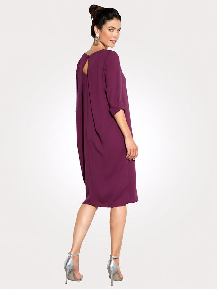 Kleid mit aparter Rückenlösung