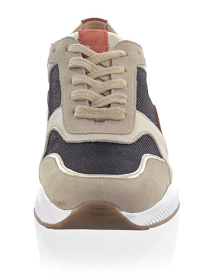Sneaker in harmonischer Farbigkeit