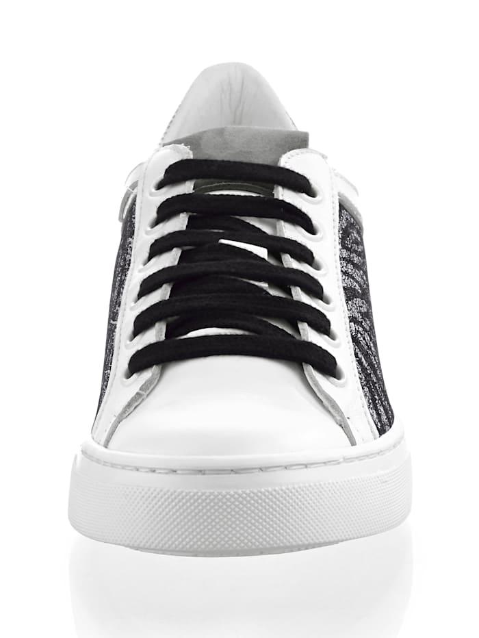 Sneaker in Zebra-Optik