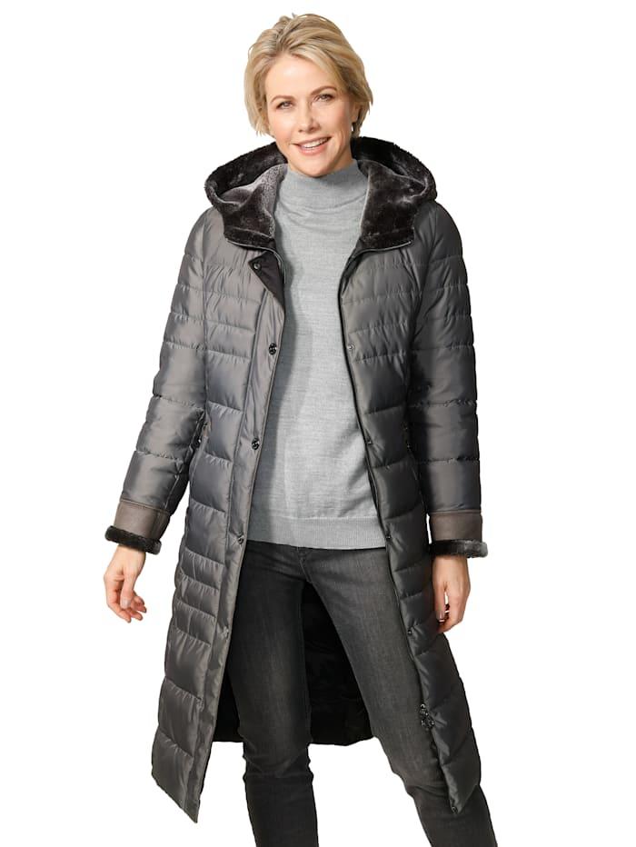 Doorgestikte mantel met details van imitatievacht