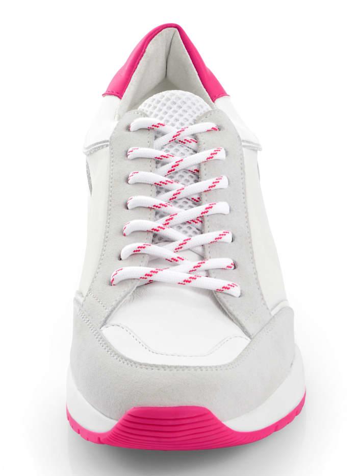 Sneaker mit kontrastigen Details