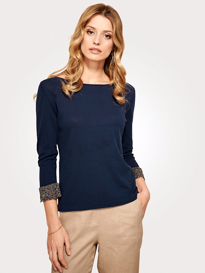 Knitted top with a shimmering lace trim