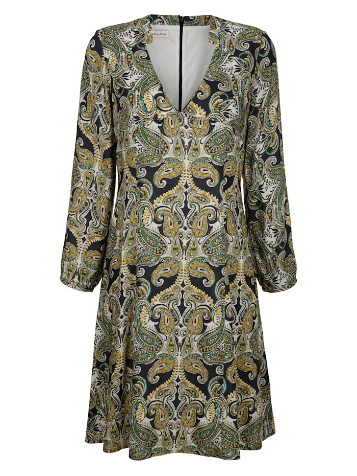 Kleid im modischen Paisleydessin