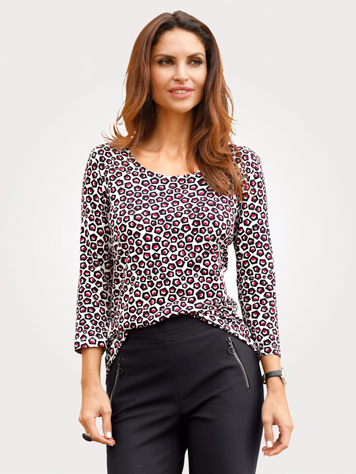 Top in an on-trendgraphic print