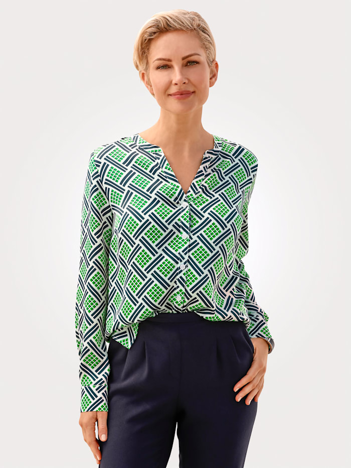 Blouse with a graphic print