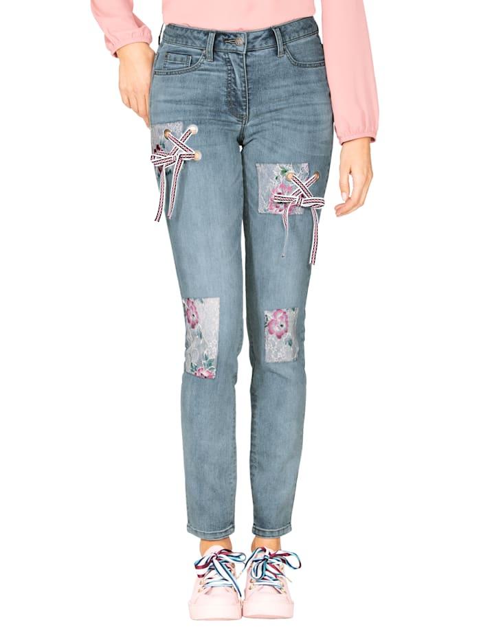Jeans mit Spitze und Schnürung