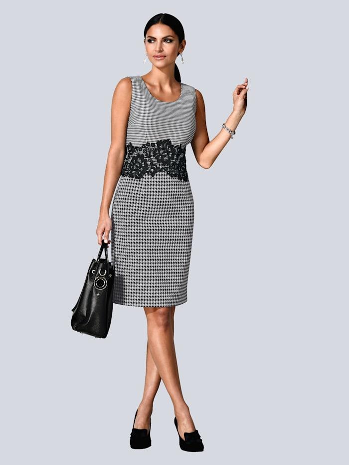 Kleid mit kleinem Vichy-Print im Oberteil