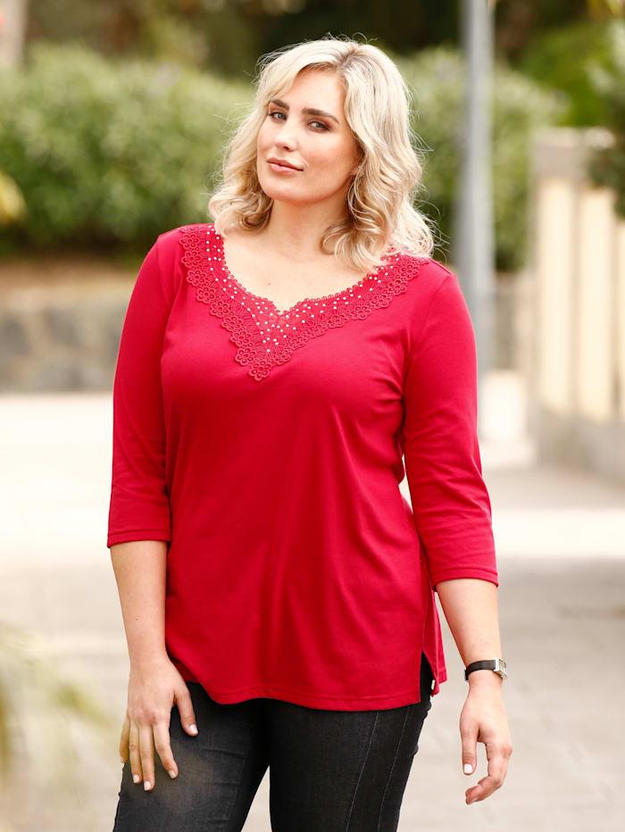 m. collection Shirt mit Spitze und Dekosteinchen, Rot
