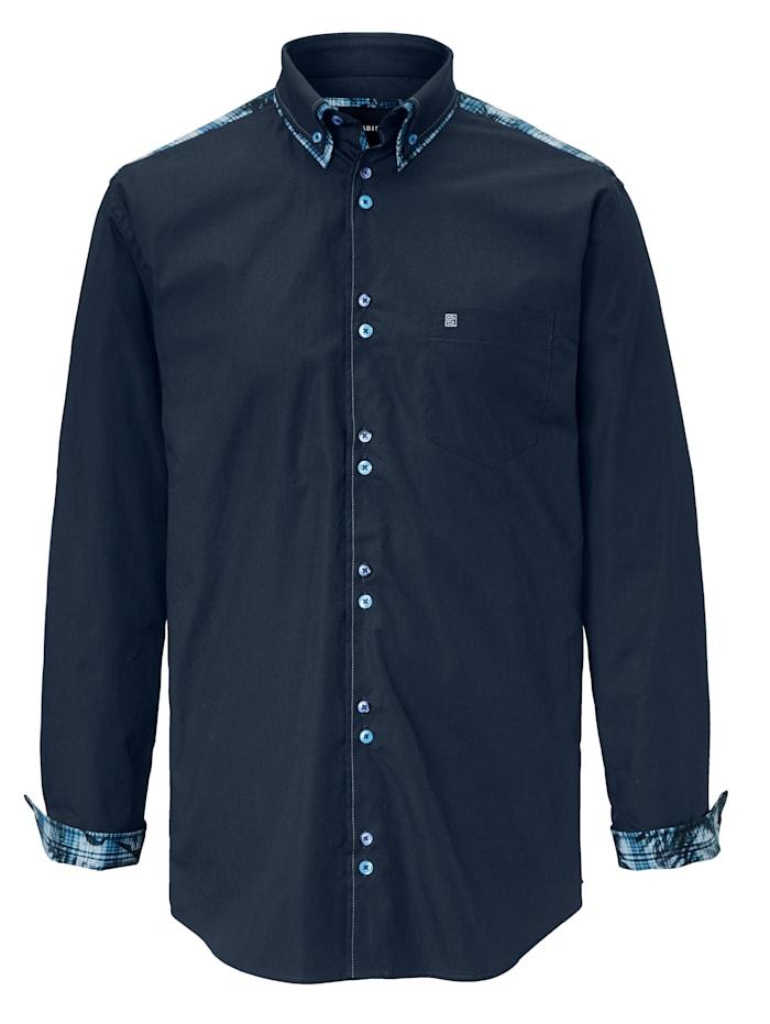 Overhemd met bijzondere knoopsluiting