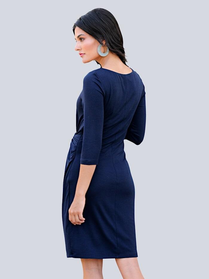Kleid mit Knotenverarbeitung