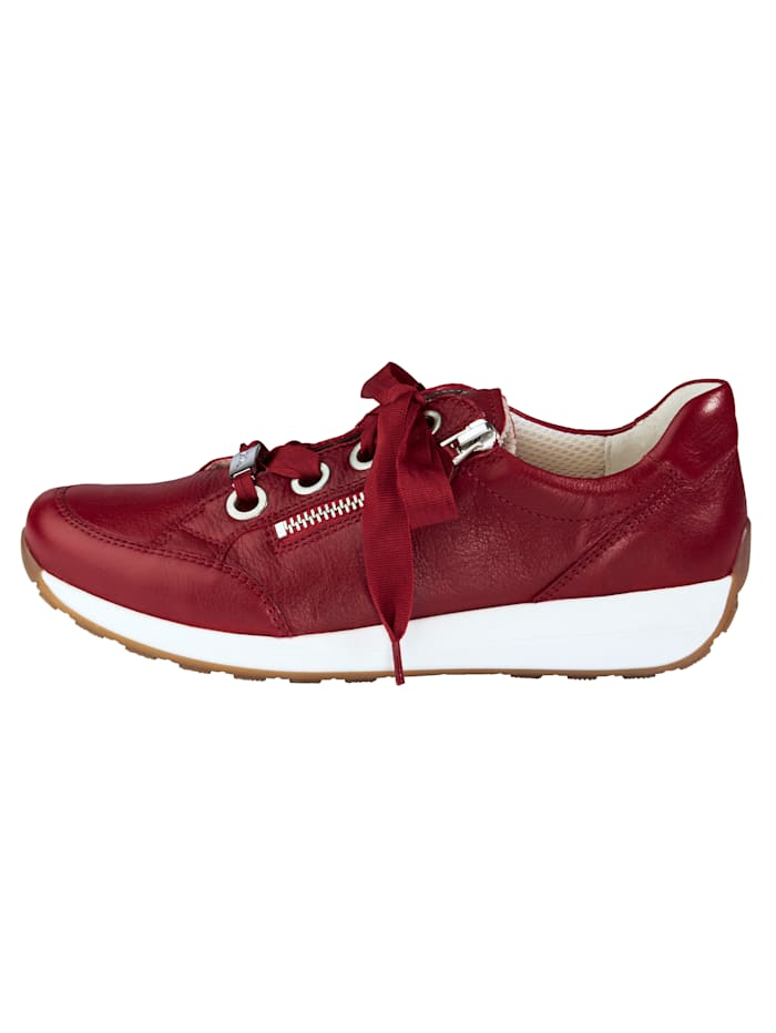 Lace-up shoes with a soft insole