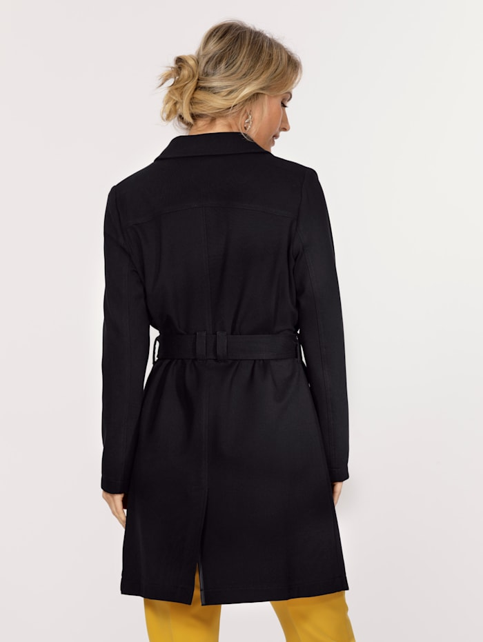 Short coat made from softshell fabric