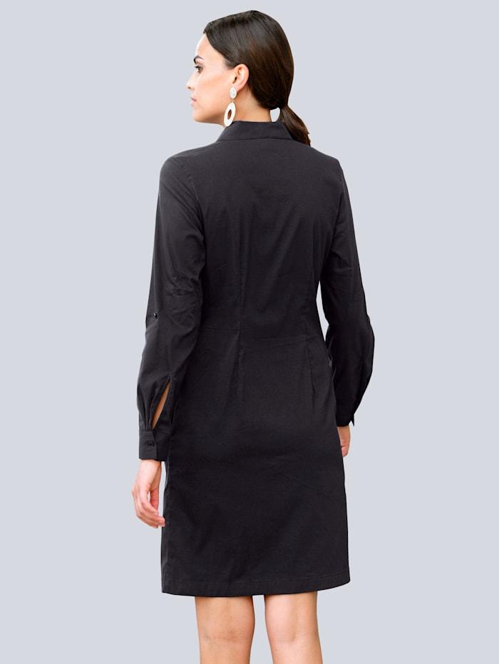 Šaty s efektním řasením na předním díle