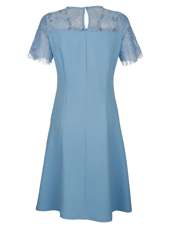 Pitsisomisteinen mekko