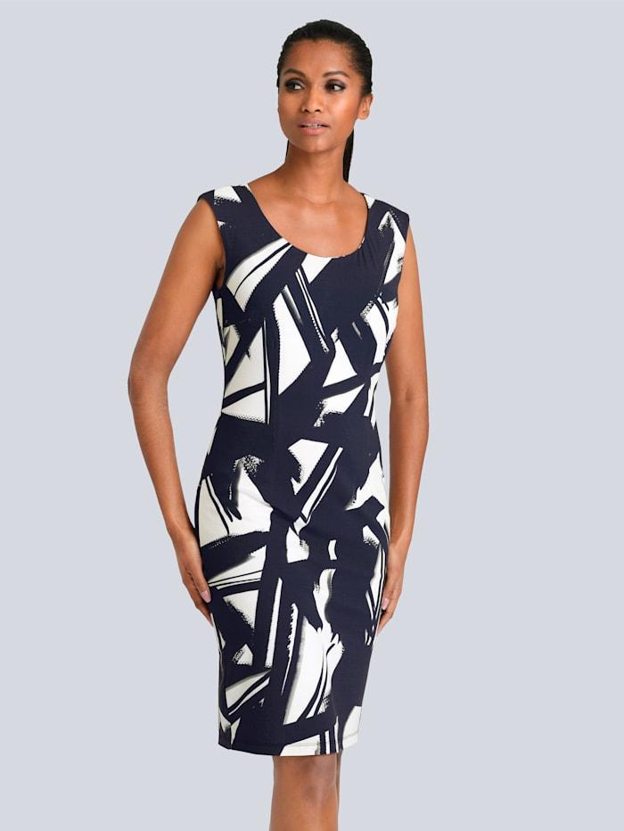 Kleid im grafischen Dessin allover
