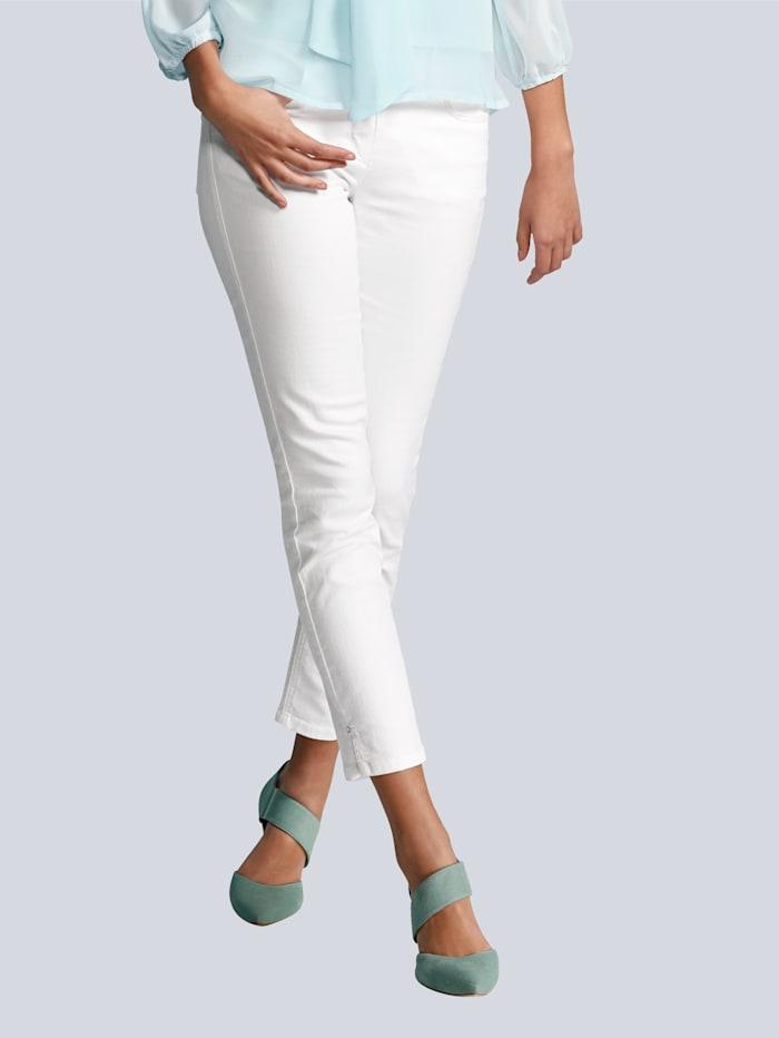 Jeans in modisch verkürzter Form