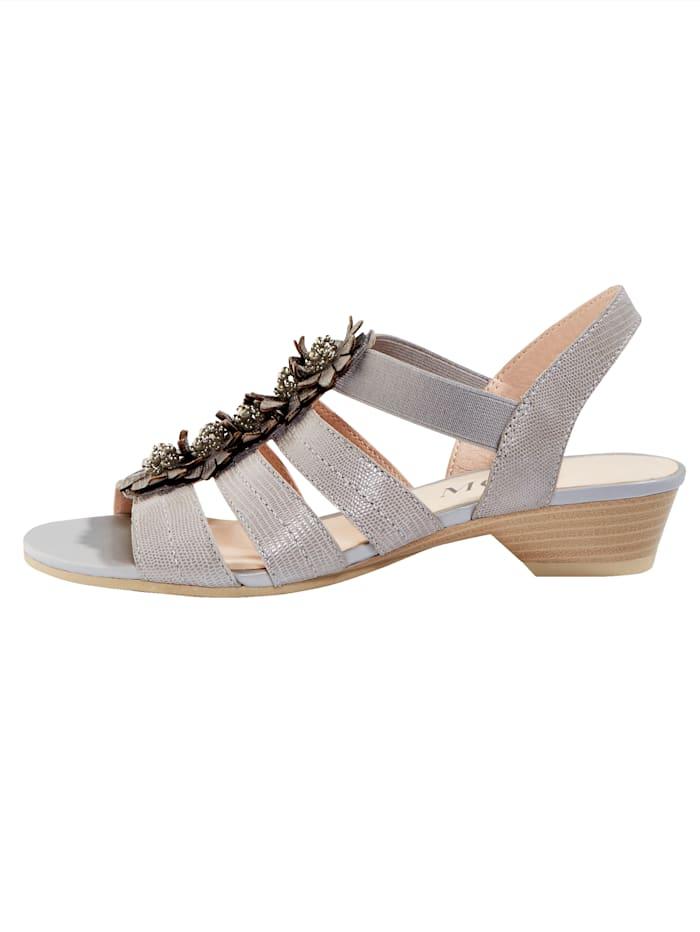 Sandaaltje met luxueuze bloemenapplicatie