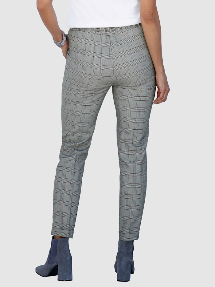 Trousers in timeless glen check pattern