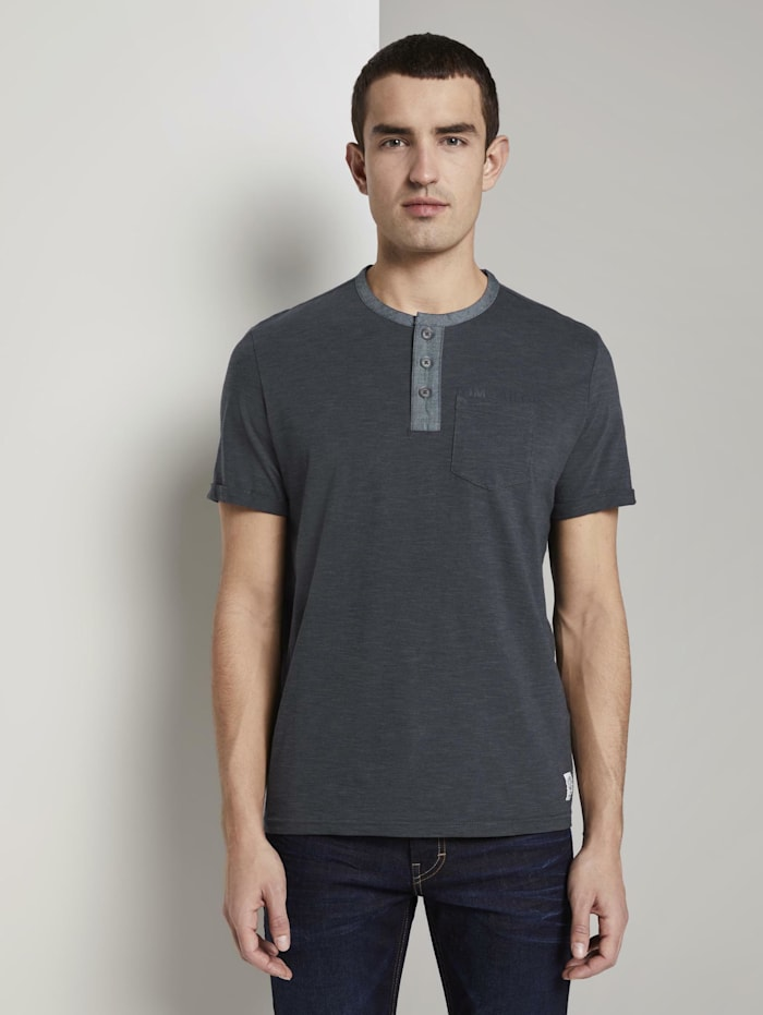 Gestreiftes Henley-T-Shirt mit Brusttasche