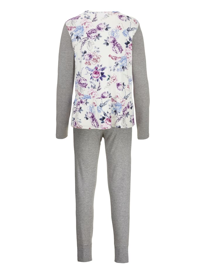 Pyjamas with pretty front pocket