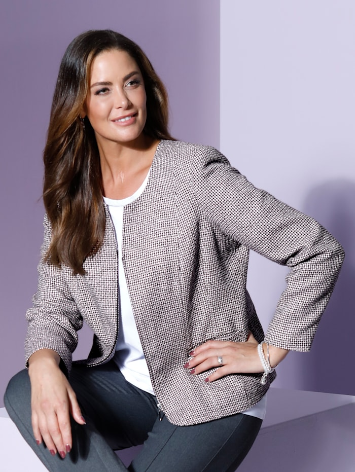Bouclé blazer in elegant kort model