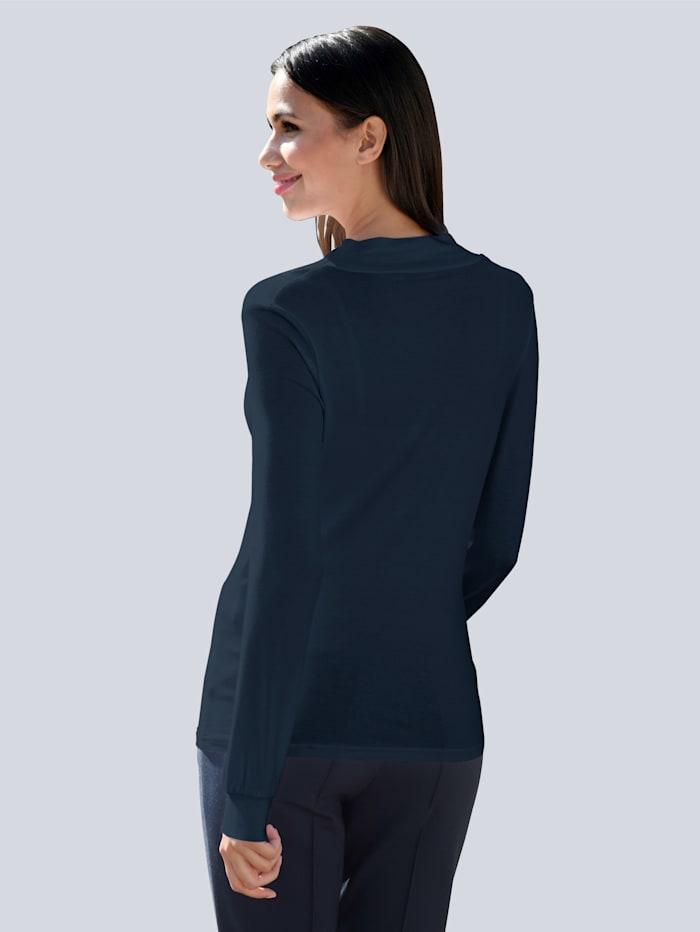Vesiputouskauluksinen paita
