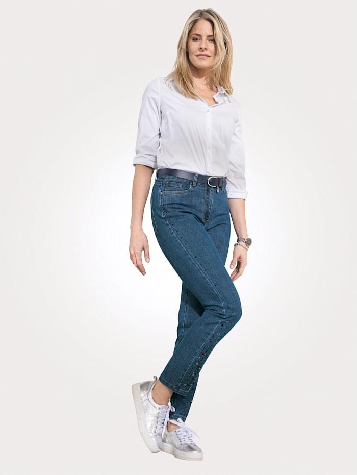 Jeans met beleg van siersteentjes opzij