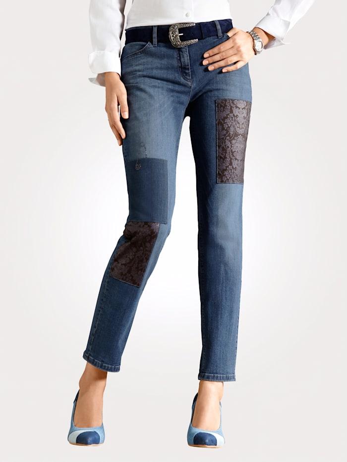 Jeans van een materialenmix