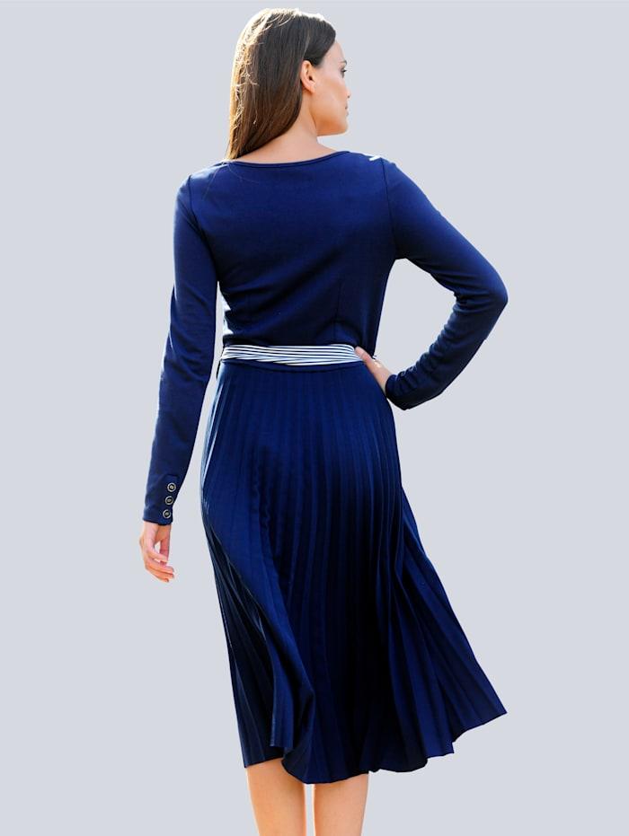 Šaty z mixu materiálov