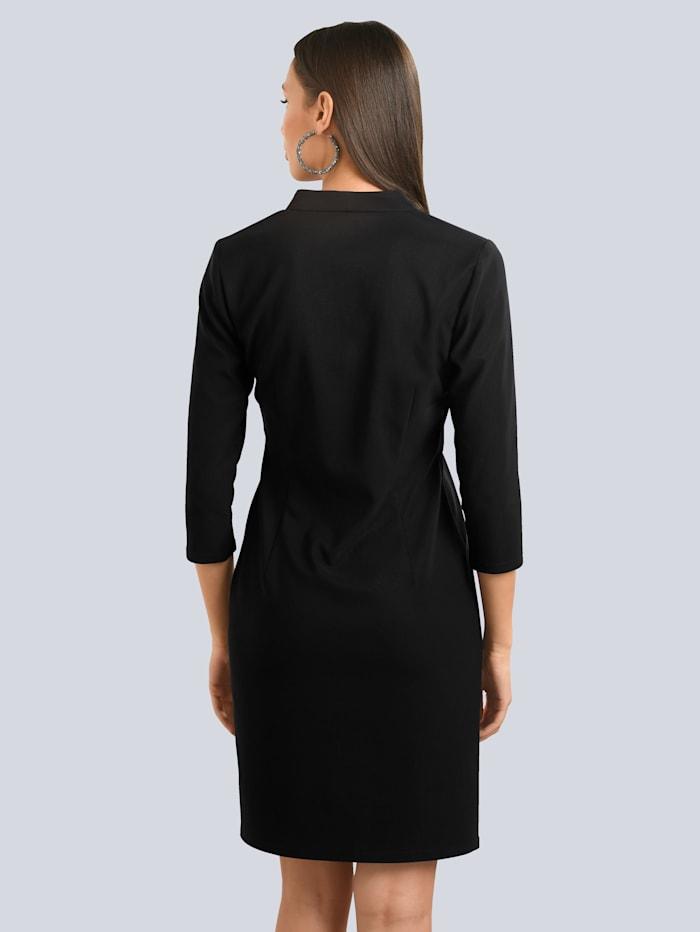 Kleid mit kleinem Stehkragen