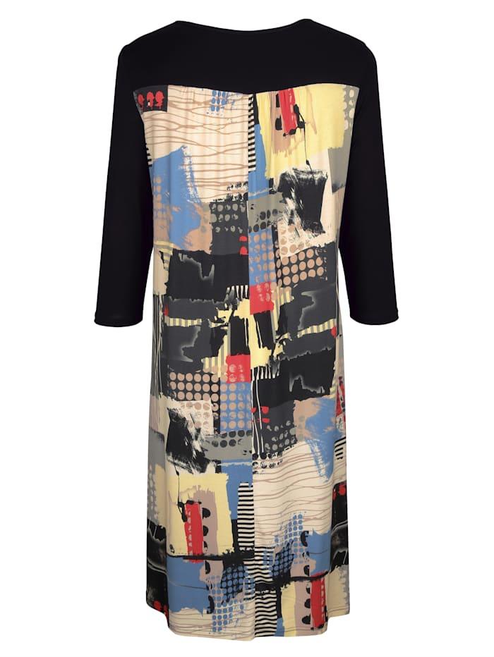 Kjole med patchmønster