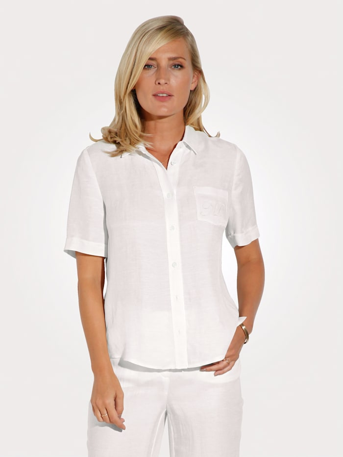 Blouse made from a comfortable linen blend