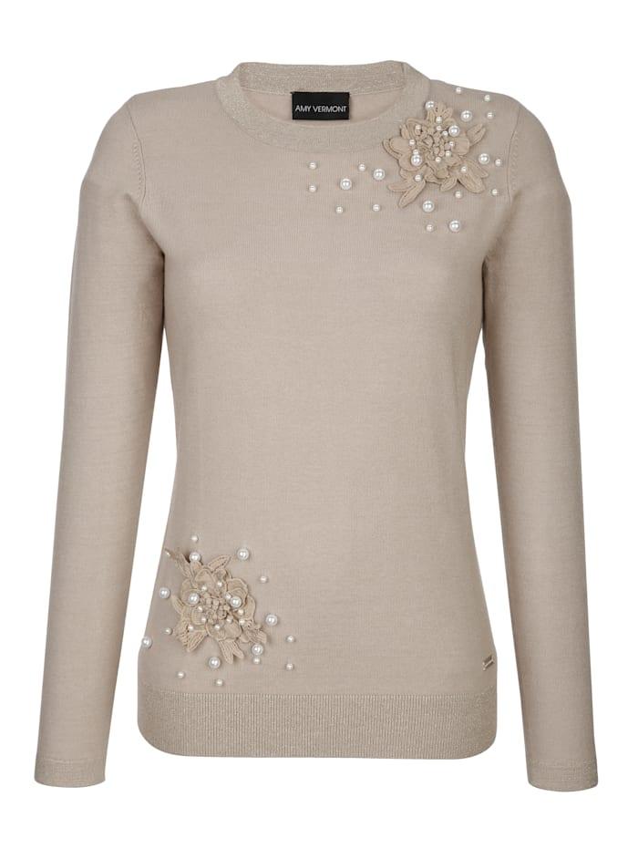 Pullover mit Blüten- und Perlendeko