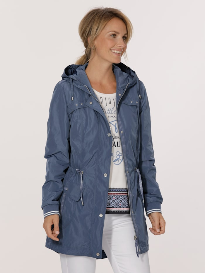 Parka with shimmering thread
