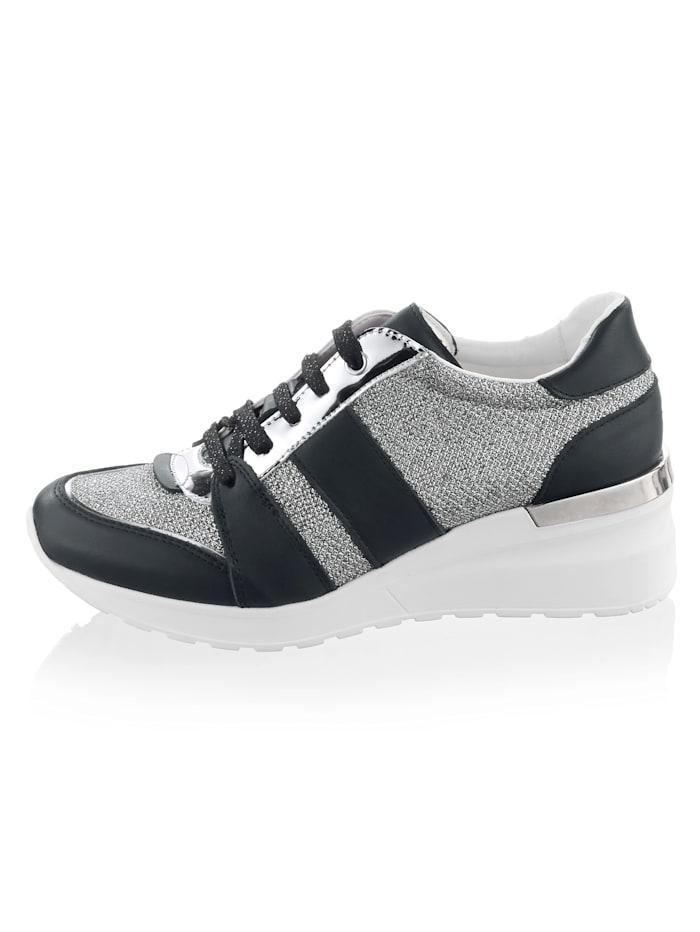 Sneaker met comfortabele sleehak