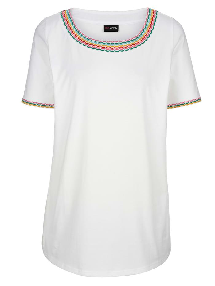 T-shirt avec jolie broderie à l'encolure