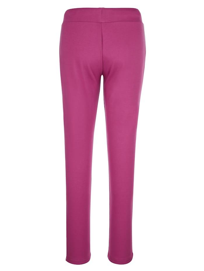 Sportovní kalhoty po stranách s kontrastními proužky
