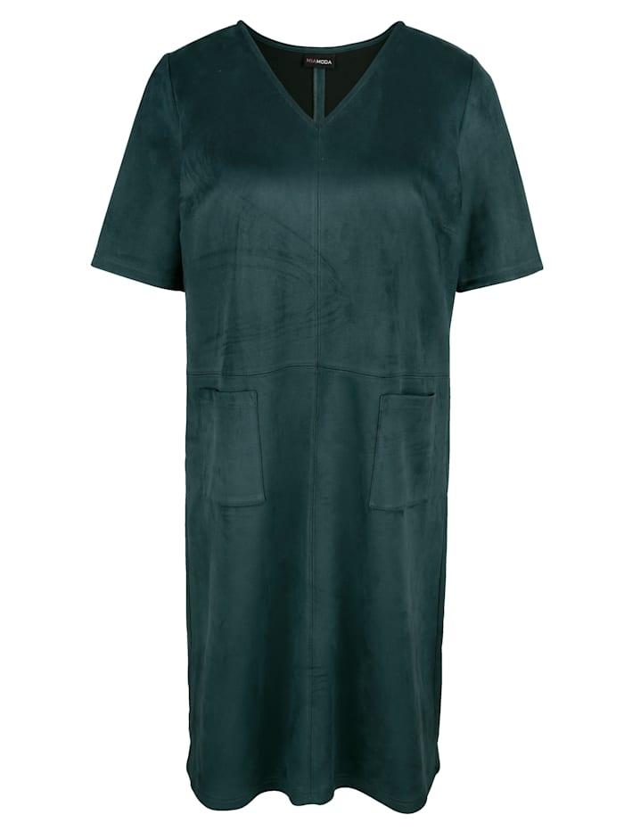 Šaty z imitace velurové kůže