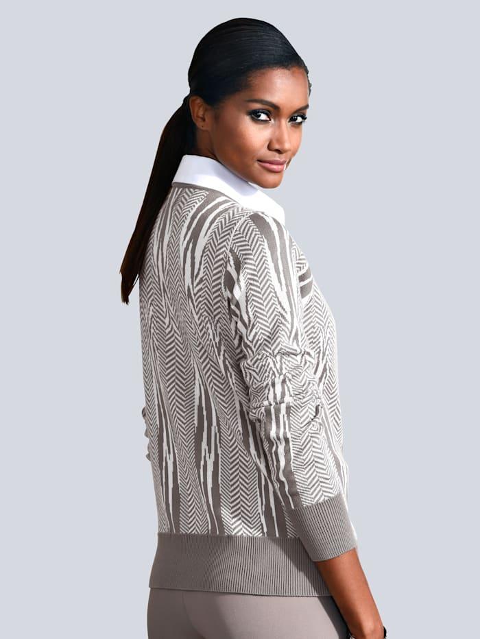 Pullover in grafischem Dessin