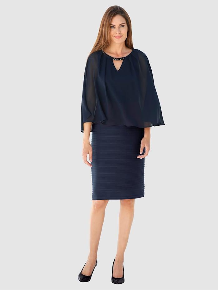 Kerrosmallinen mekko