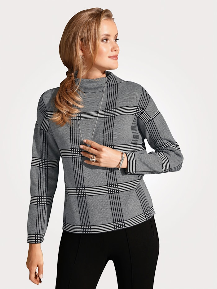 Jumper with a chic check pattern