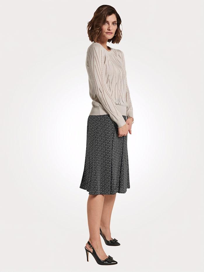 Pullover mit Ajoureffekten