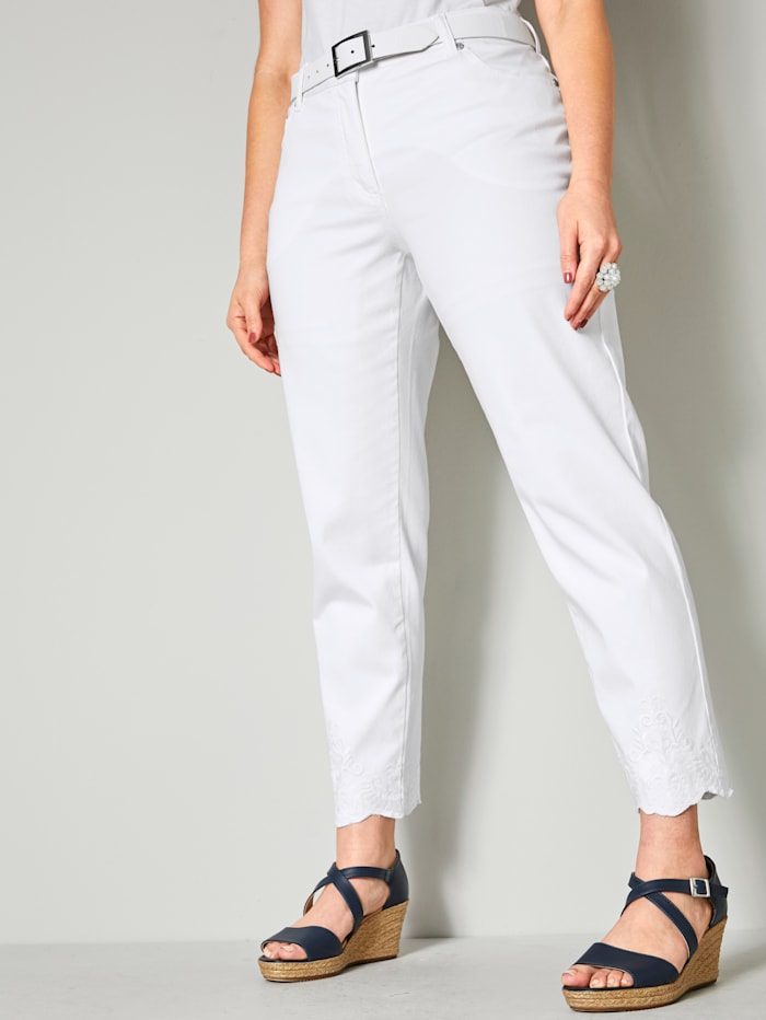Sara Lindholm Jeans mit Stickerei am Saum, Weiß
