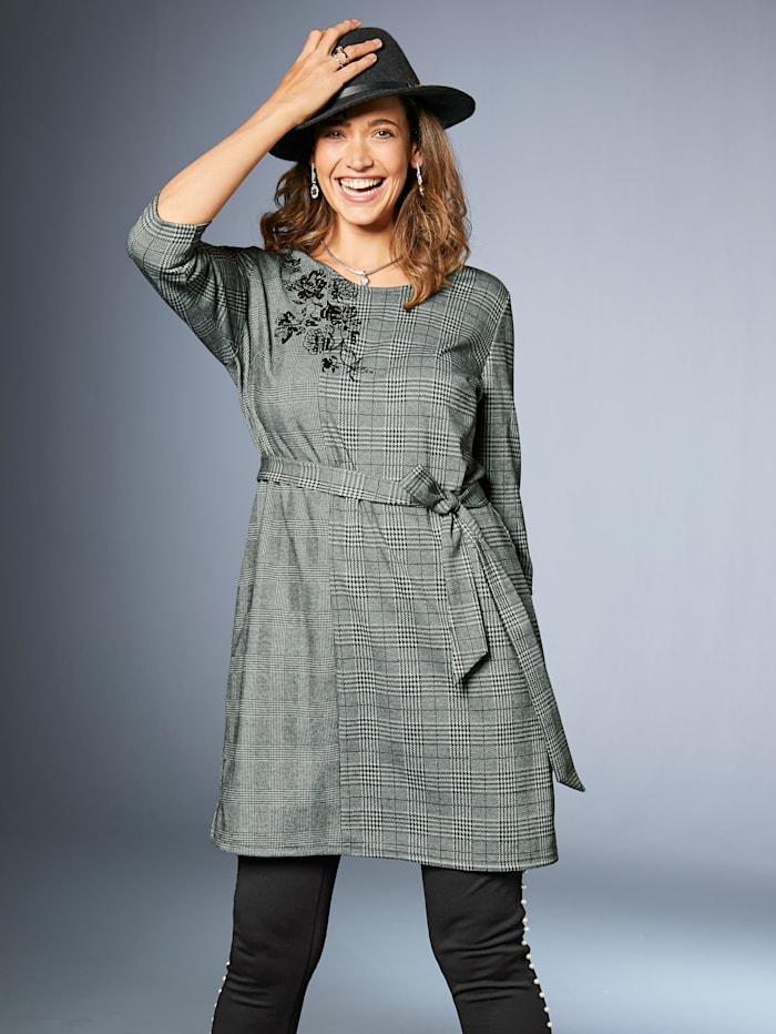 Kleid mit Karomotiv