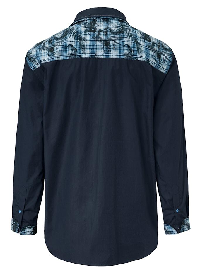 Košeľa s výnimočnou gombíkovou légou