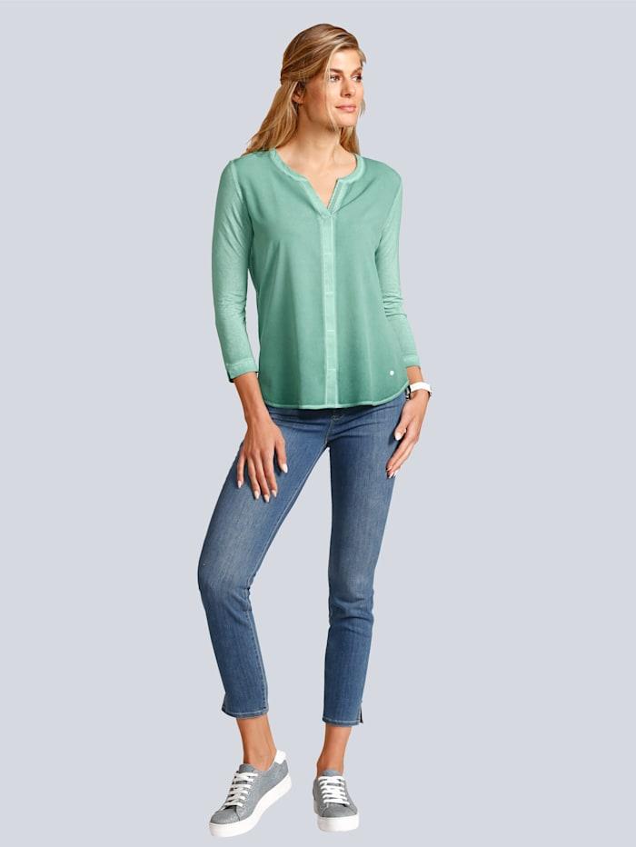 Jeans mit kleinen Schlitzen am Hosensaum